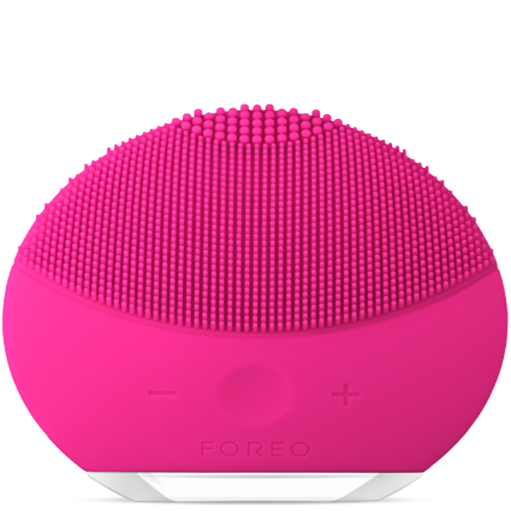 The round pink Foreo Luna mini 2 brush