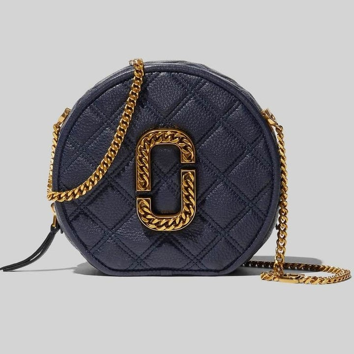 the black round purse