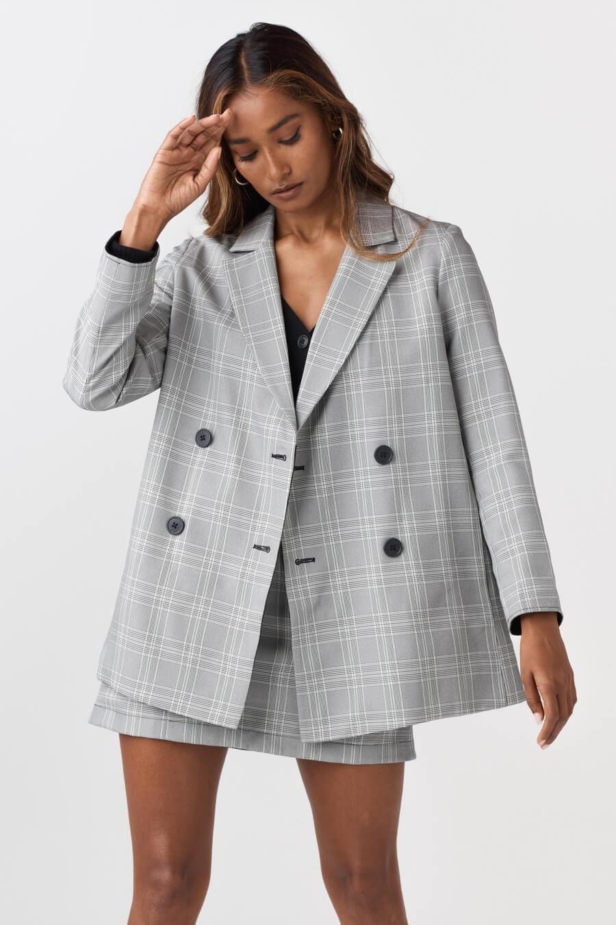 model wearing the gray oversized plaid blazer