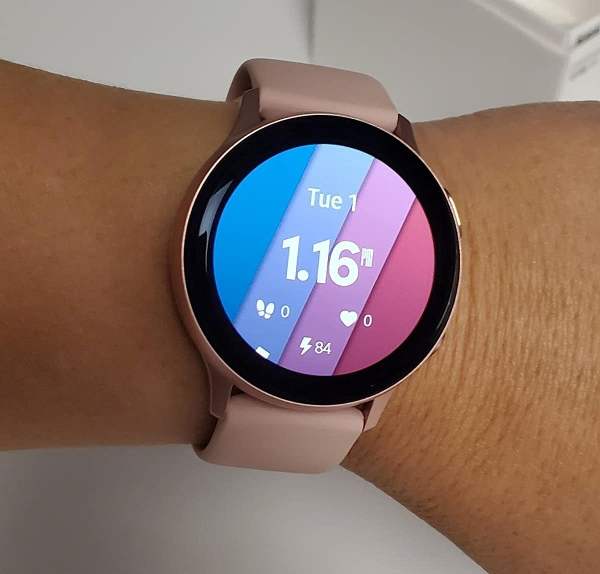 Reviewer wearing Samsung Smartwatch on wrist