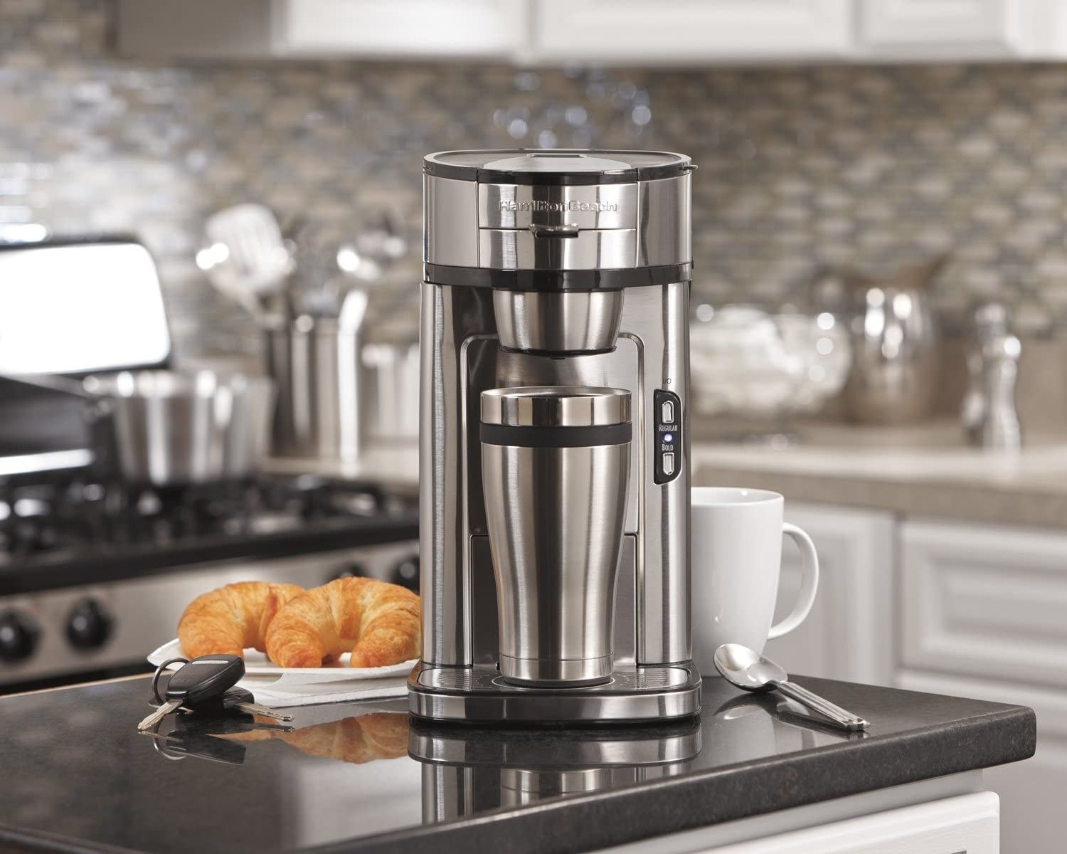The coffee maker with a stainless stell mug insie