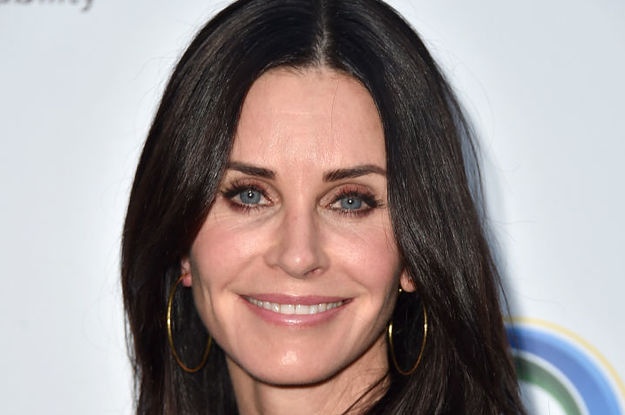 Courteney Cox Recreated The Turkey Head From Friends, And Even Lisa Kudrow Responded