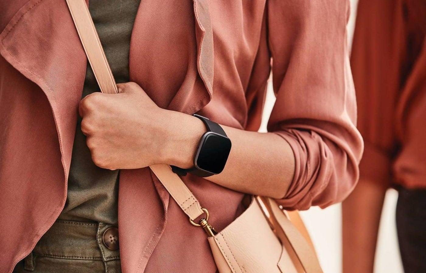 Model wearing the smart watch