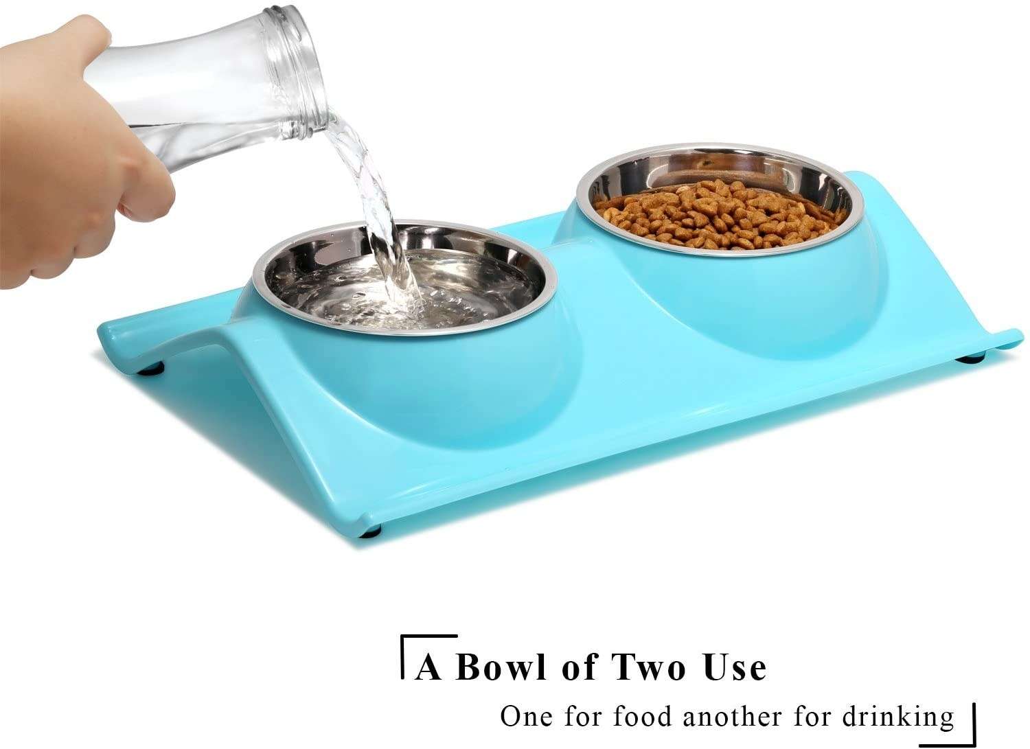 the bowls with water in one and food in the other