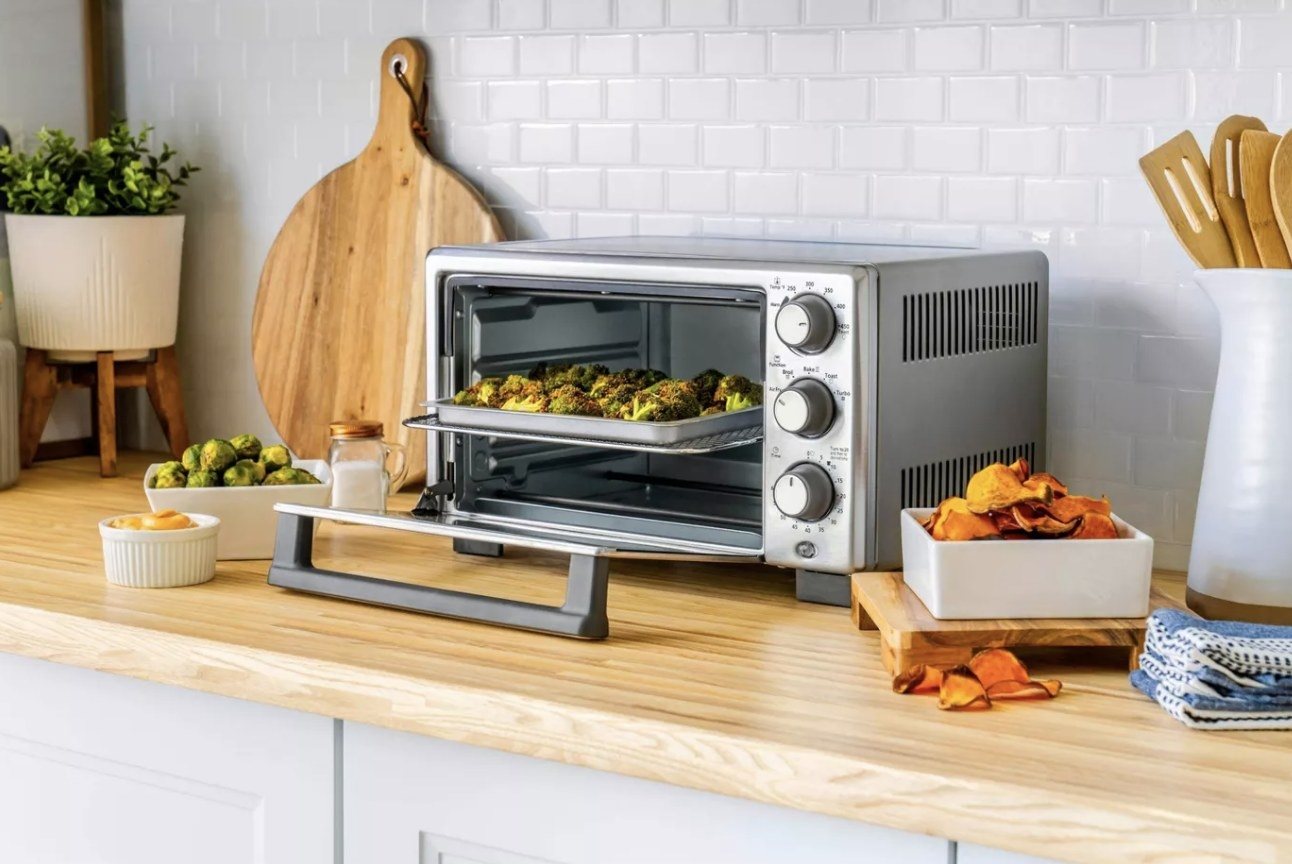 The toaster oven with three control knobs