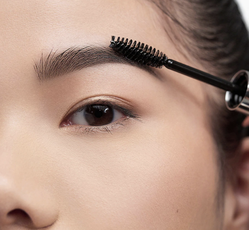 Model uses Anastasia Beverly Hills Clear Brow Gel