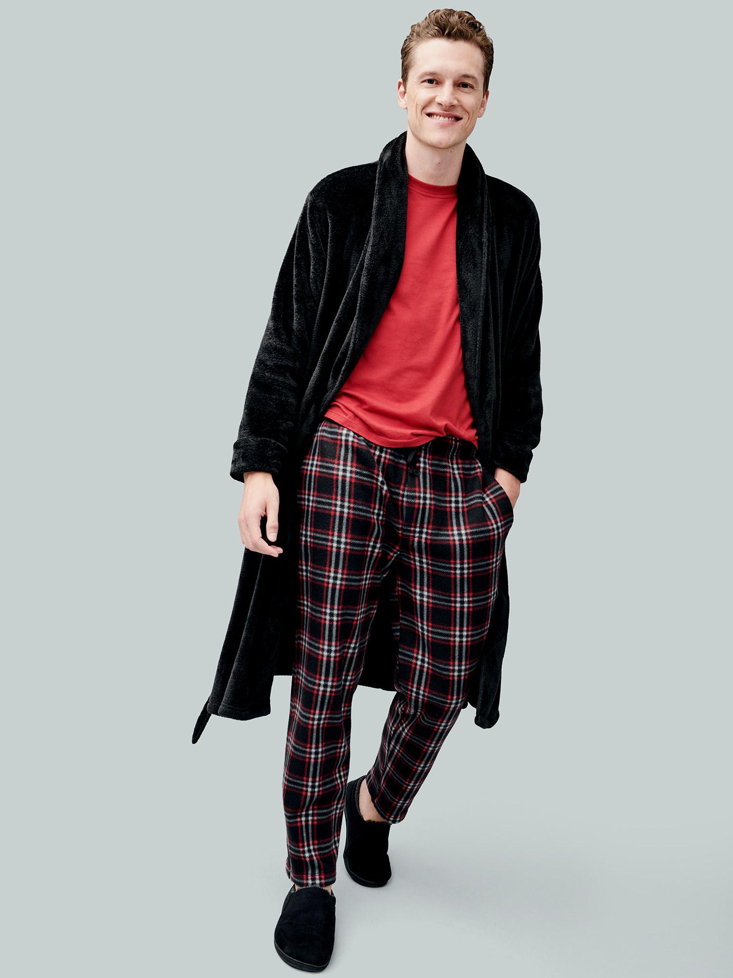 """模型身穿黑色拖鞋睡衣带和长袍""""class="""