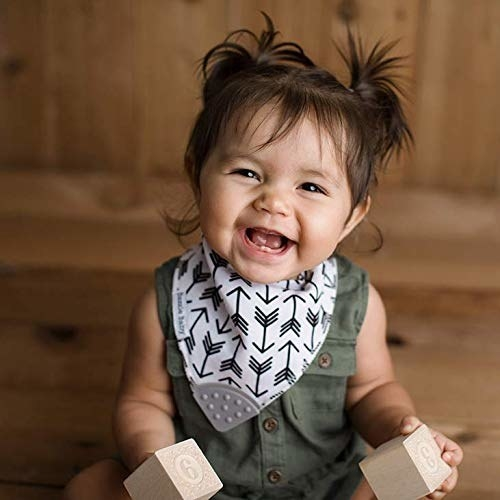 A child wearing the bazzle baby bib