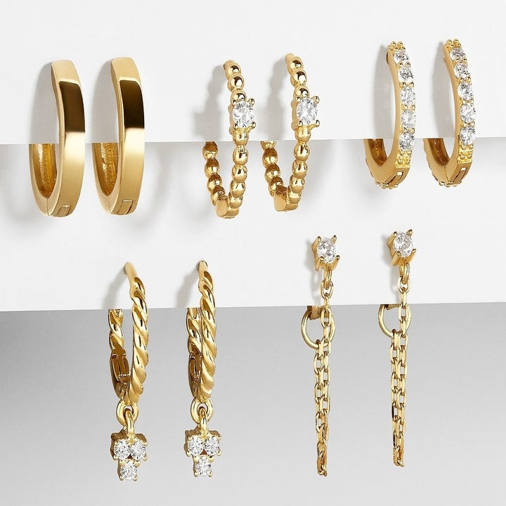 the five pairs of earrings in the set