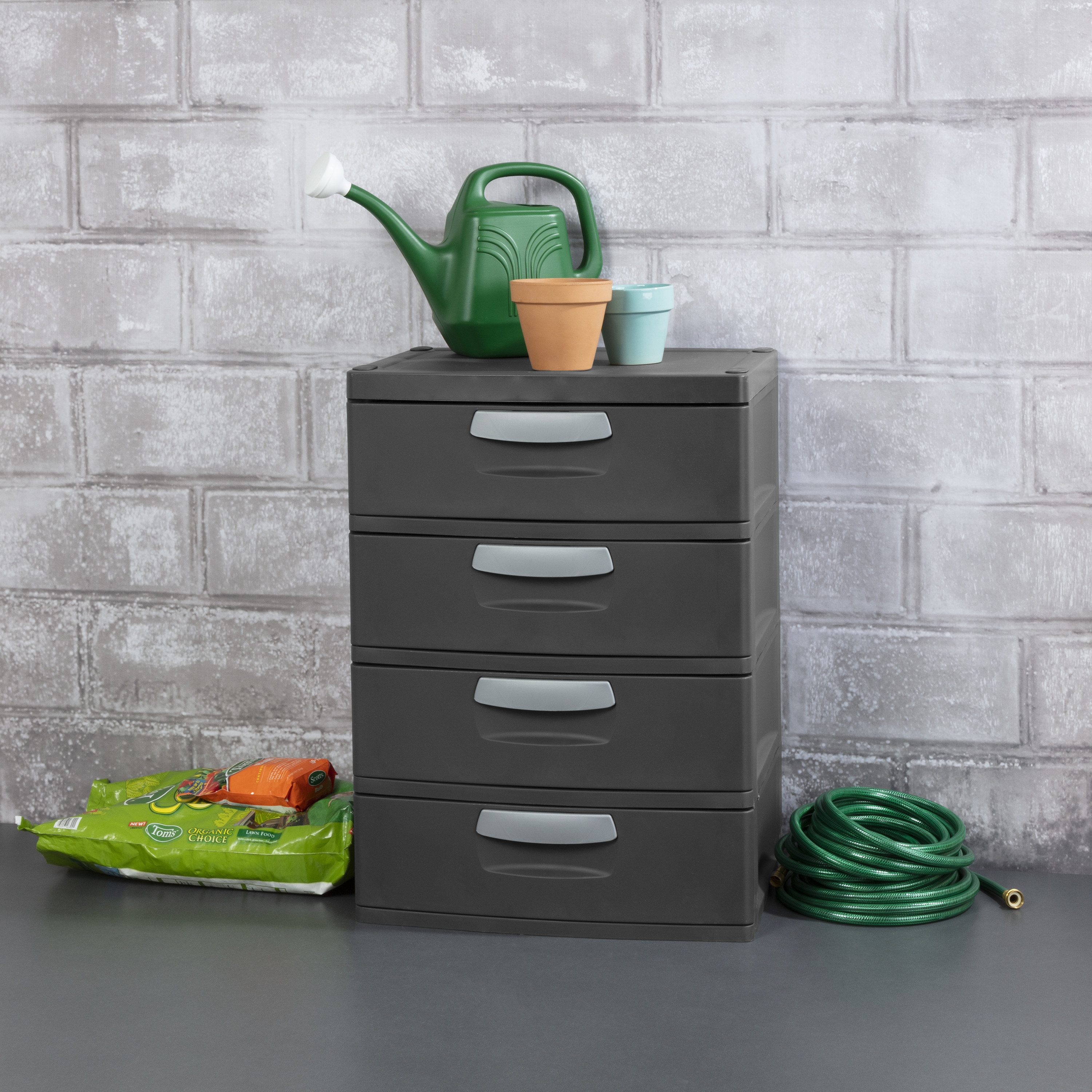 The four-drawer unit