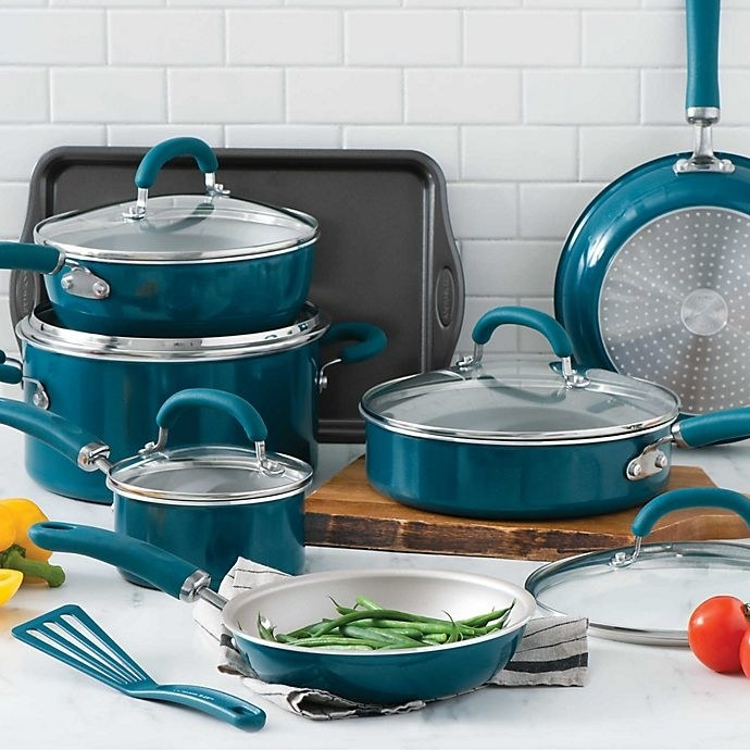 The cookware set in teal