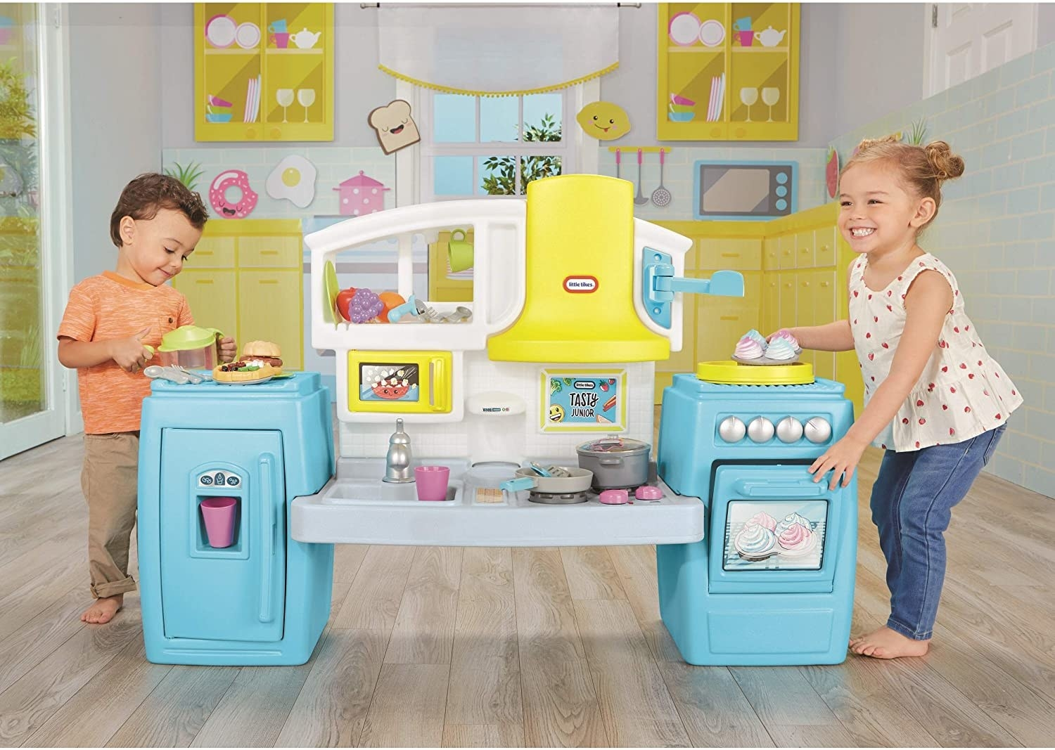 Model children playing with the mini kitchen