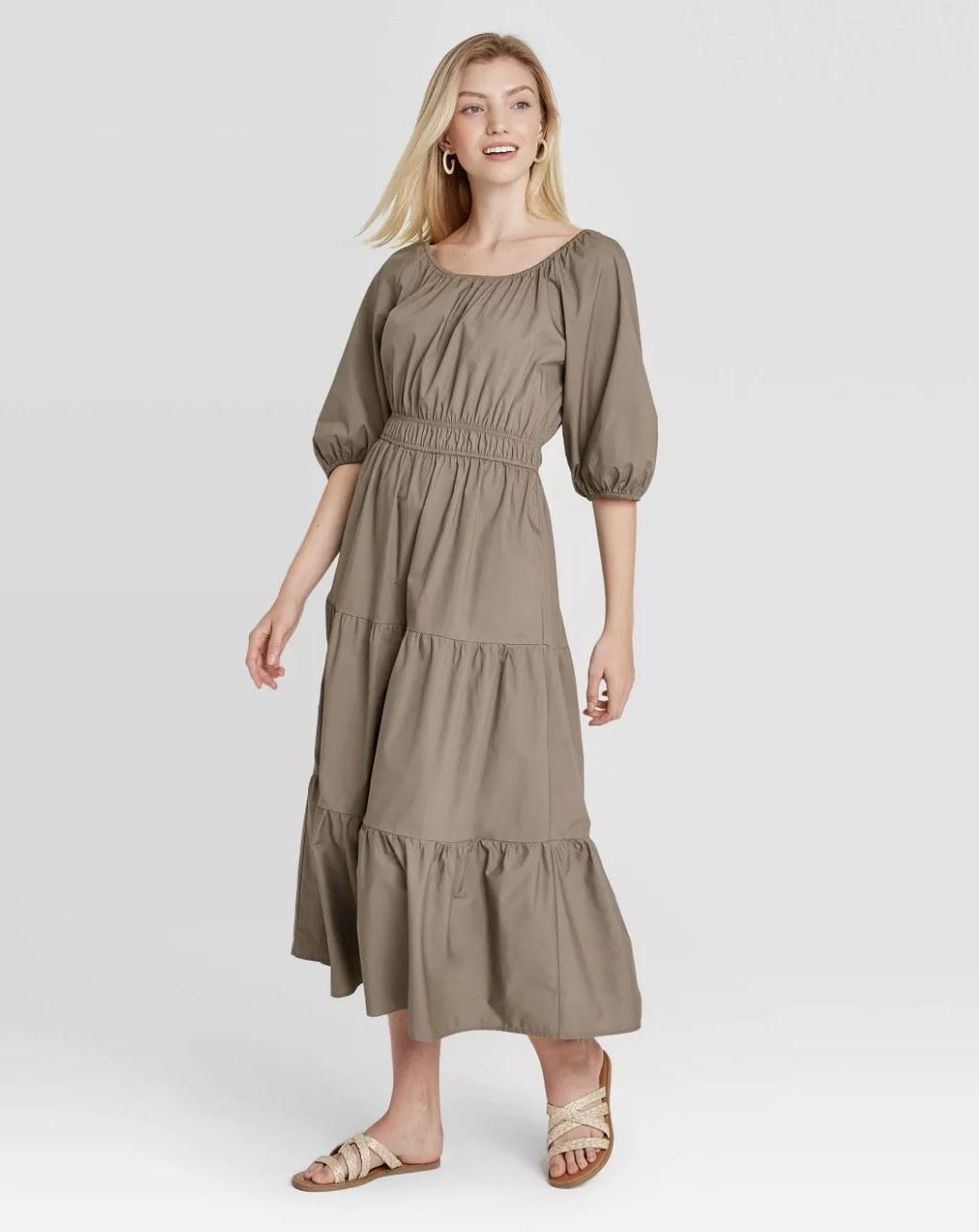 elbow puff-sleeve dress in brown