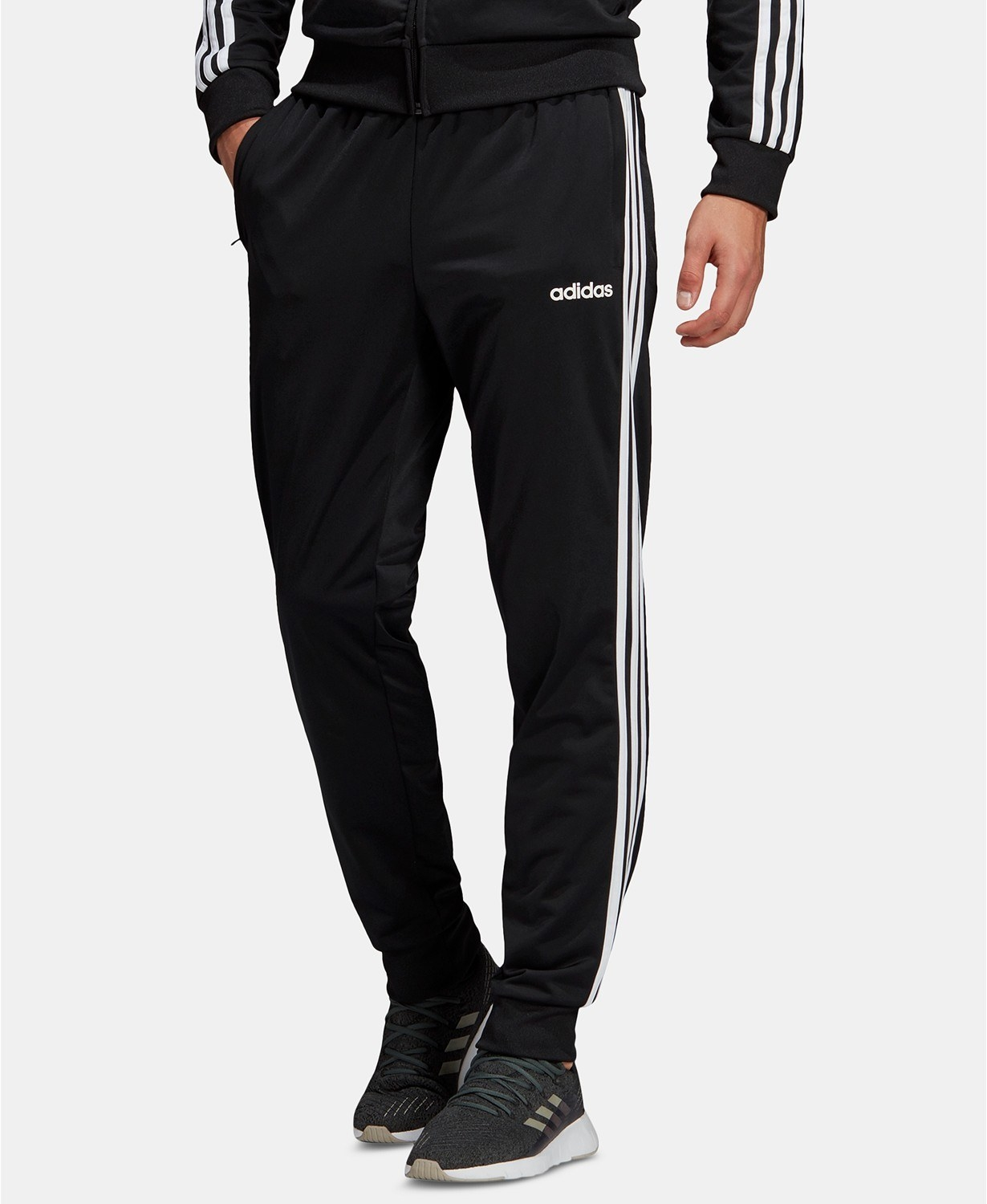 The joggers in black/white