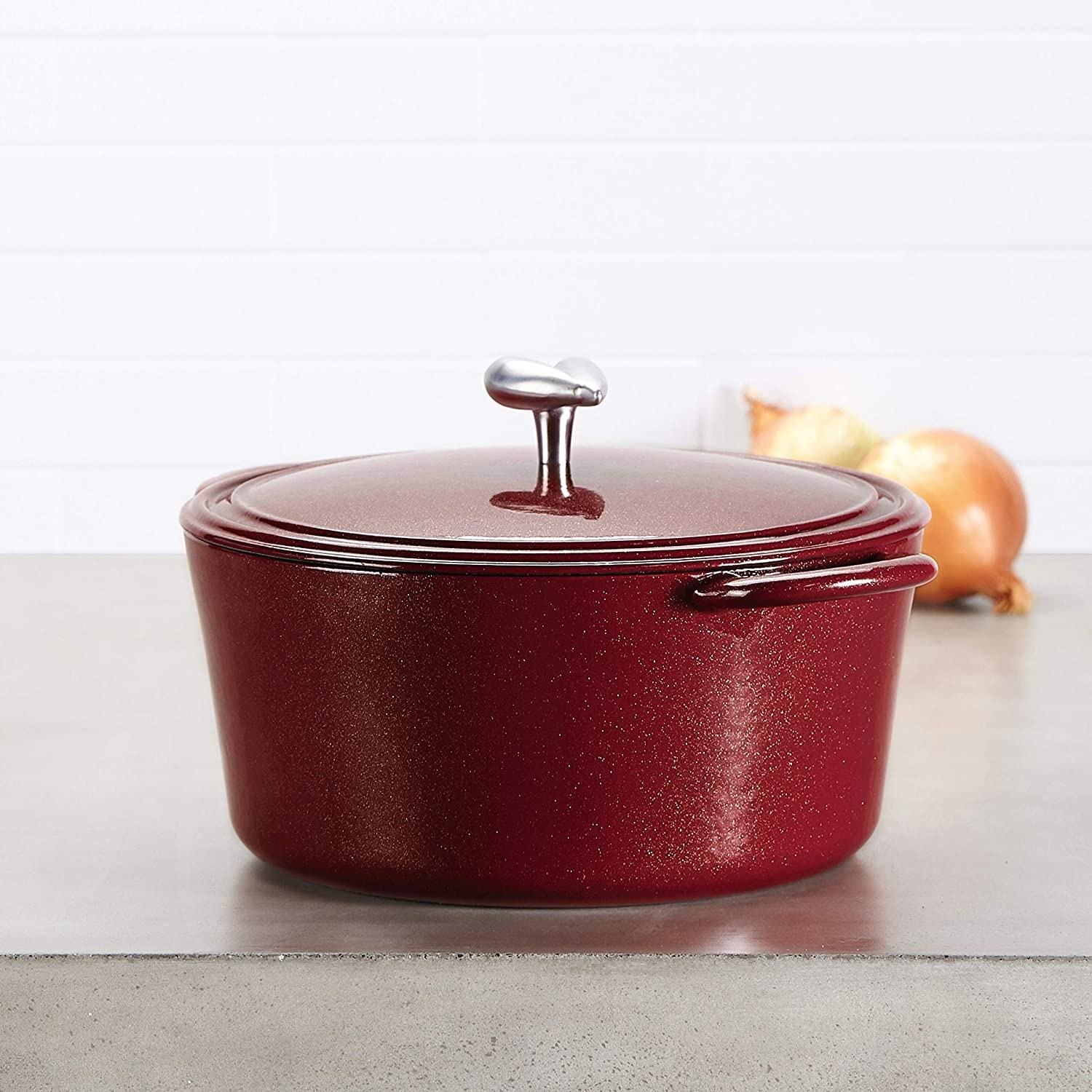 The dutch oven in red