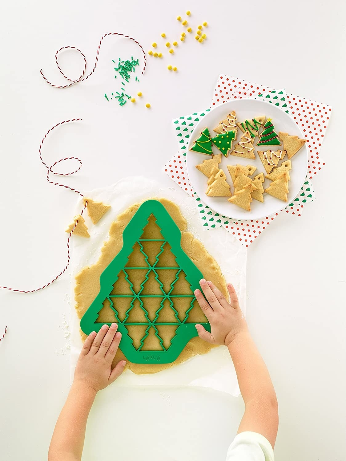 The Christmas tree–shaped cookie cutter that has 19 Christmas tree cookie cutters within it