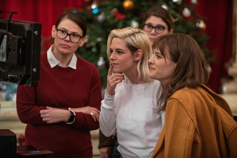 Clea Duvall, Kristen Stewart, and Mackenzie Davis behind the scenes