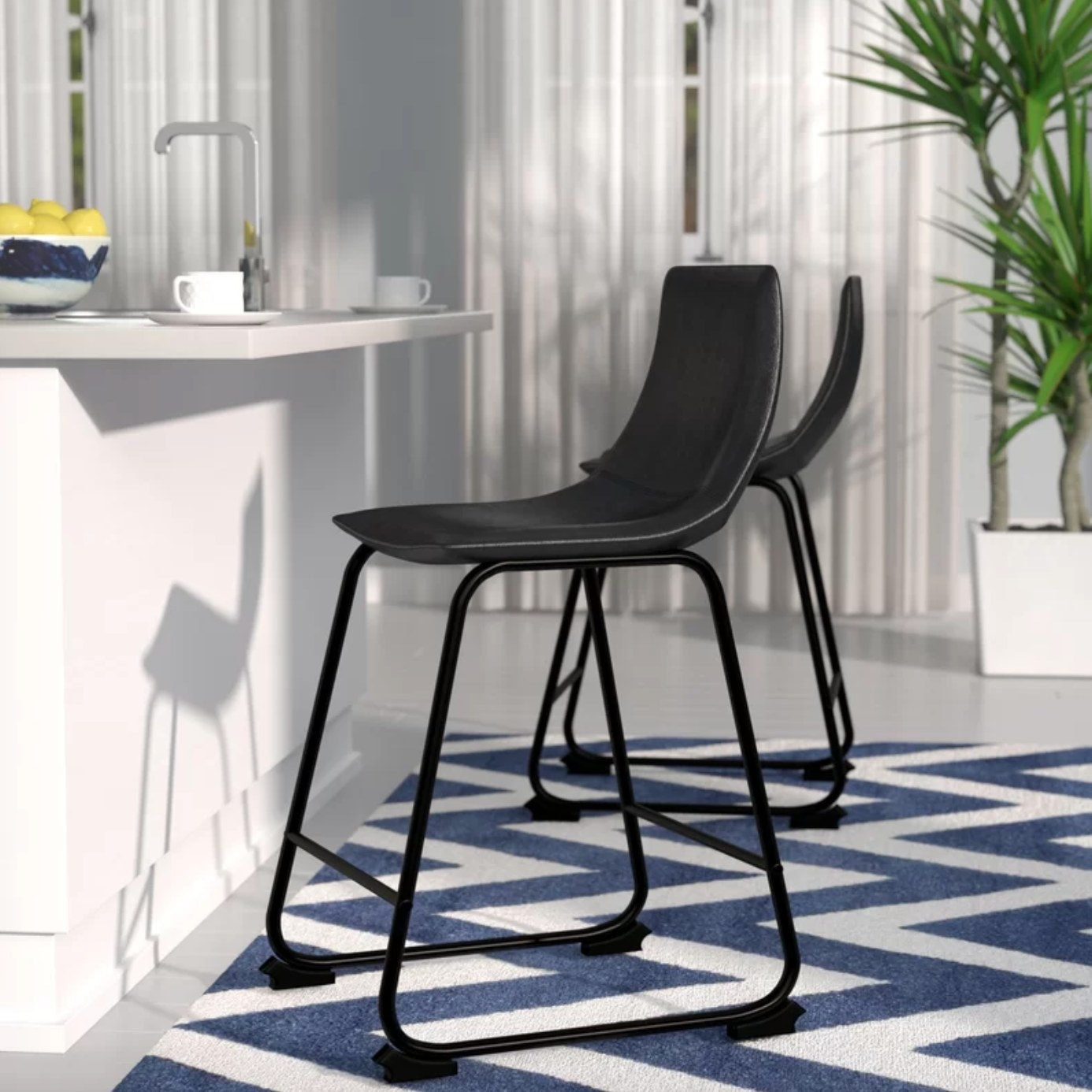 The set of counter chairs in black