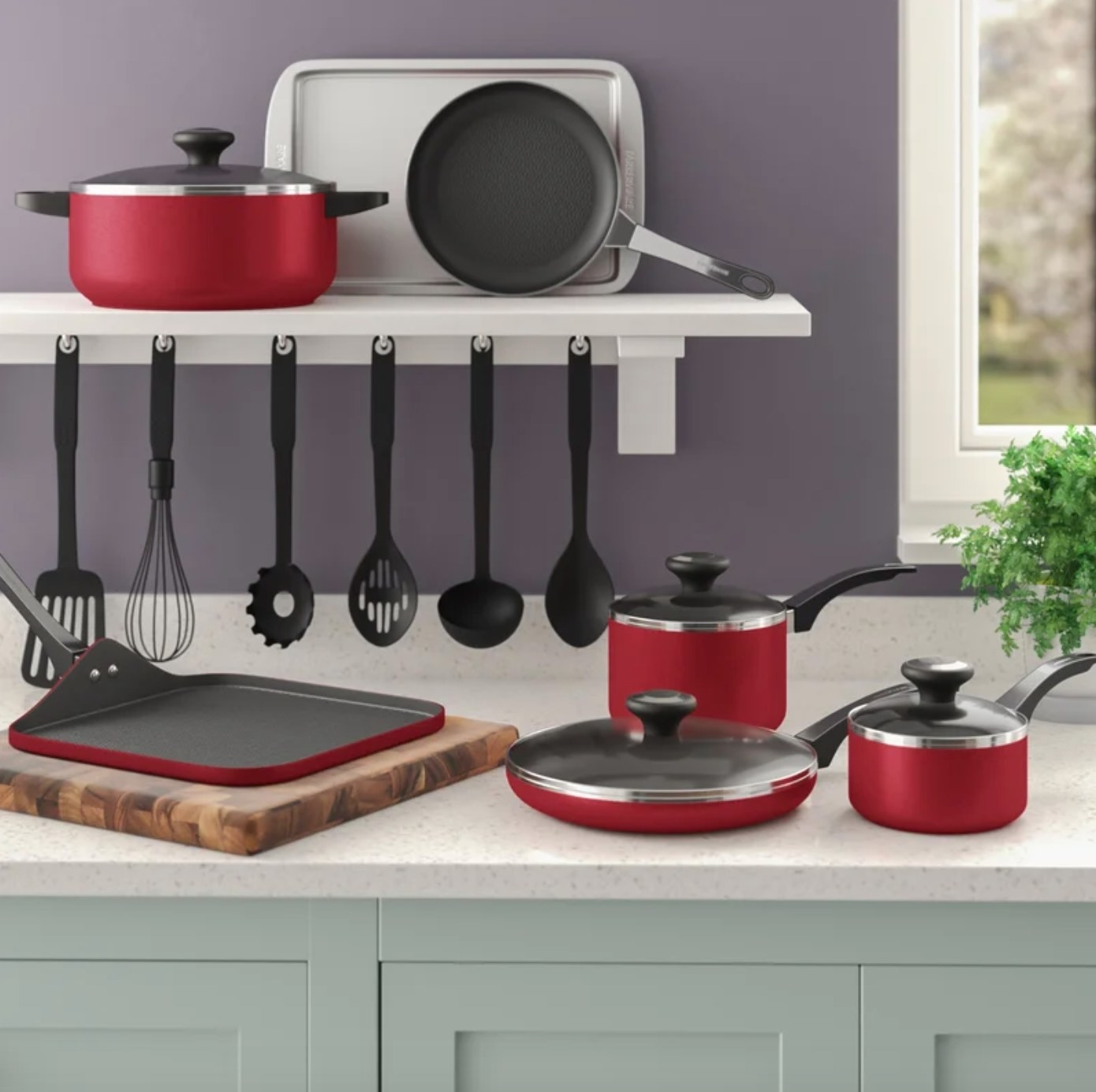 The 17 piece cookware set in red