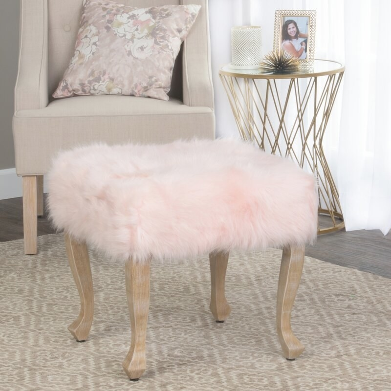 The stool in plush