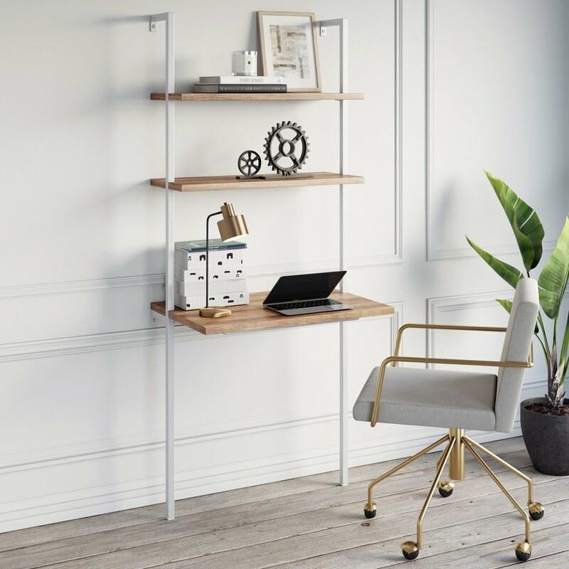 The desk in oak and white
