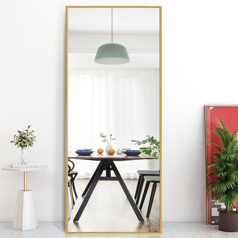 The mirror in gold