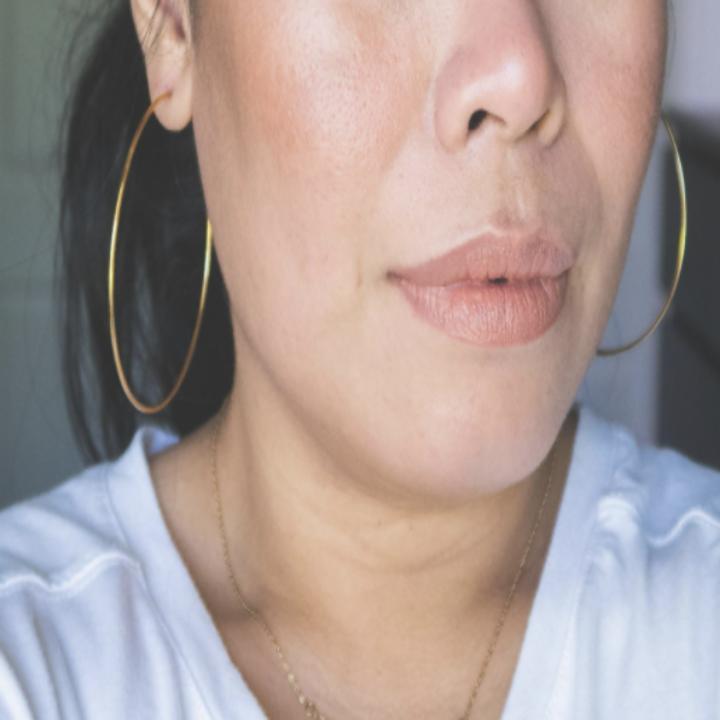 Reviewer of gold earrings on women