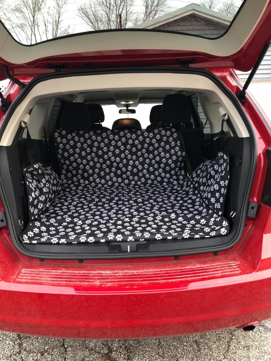 The trunk liner for pets