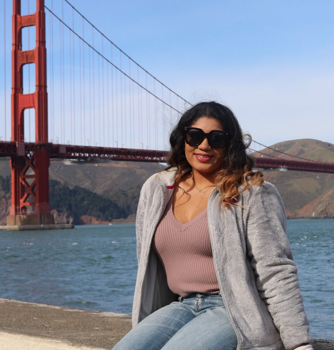 jasmin in front of the golden gate bridge