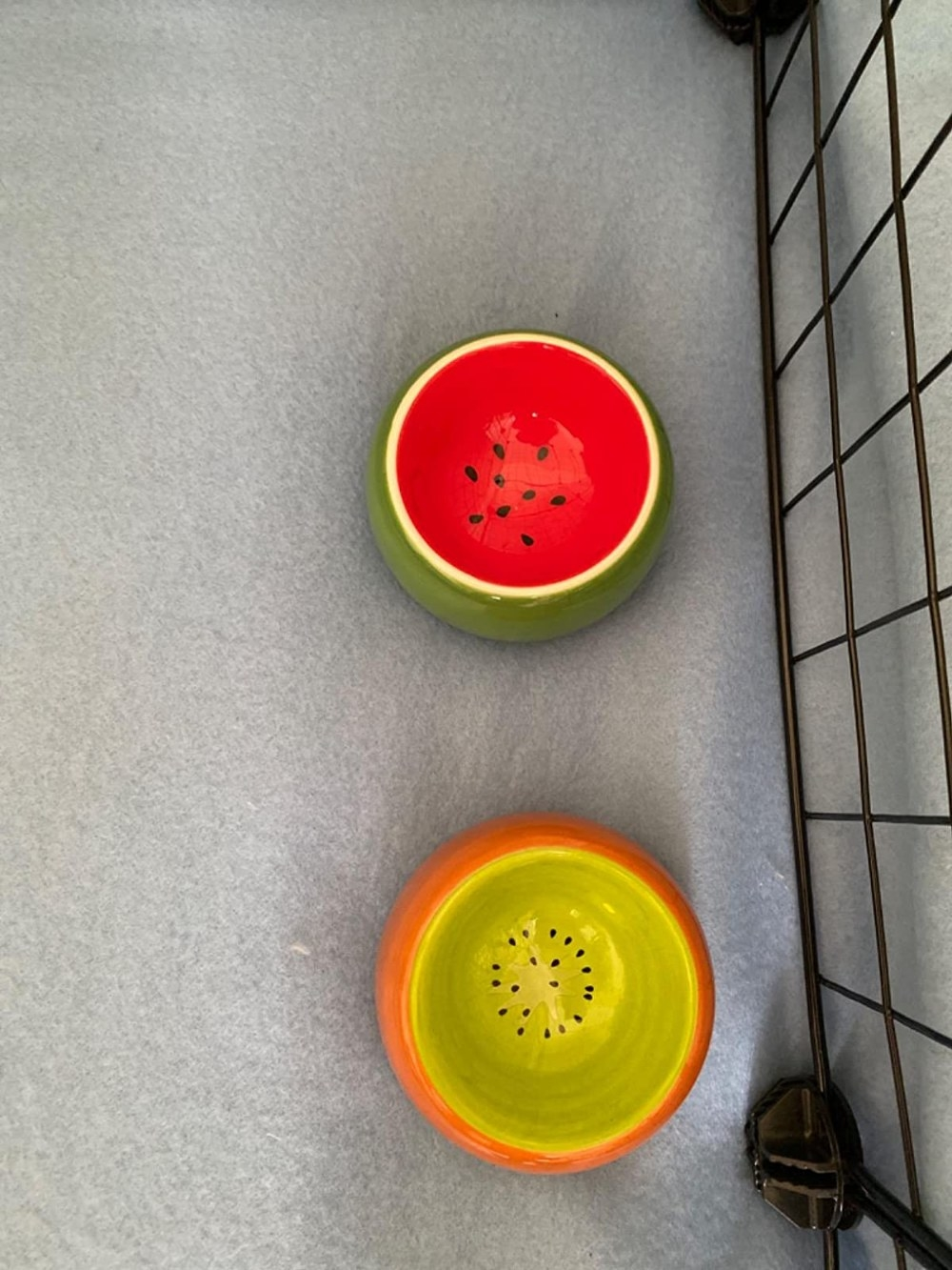 Review photo of the two-piece set of food dishes