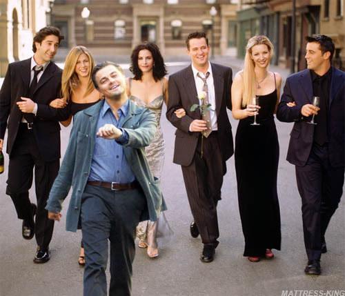 Leonardo Di Caprio walking with the cast of friends