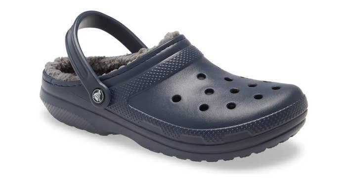The classic lined crocs in navy/ charcoal