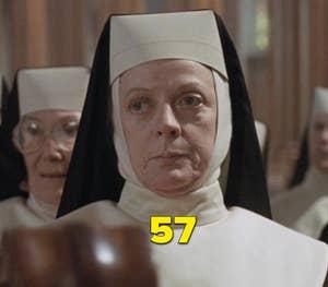 """Maggie Smith sebagai seorang biarawati dalam """"Sister Act"""""""