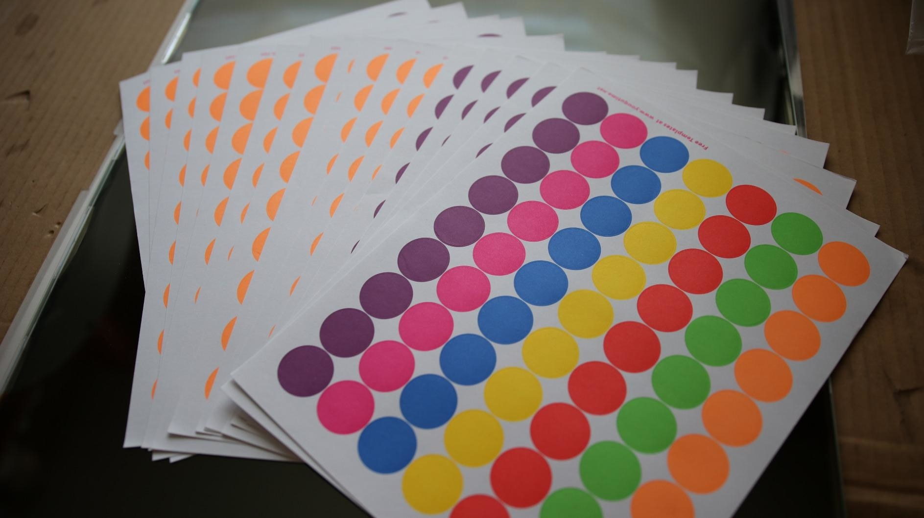 reviewer image of the pack of color coding circle labels