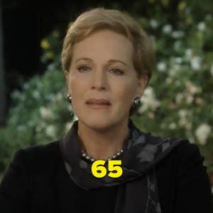 """Julie Andrews sebagai Ratu selama adegan minum teh di """"The Princess Diaries"""""""