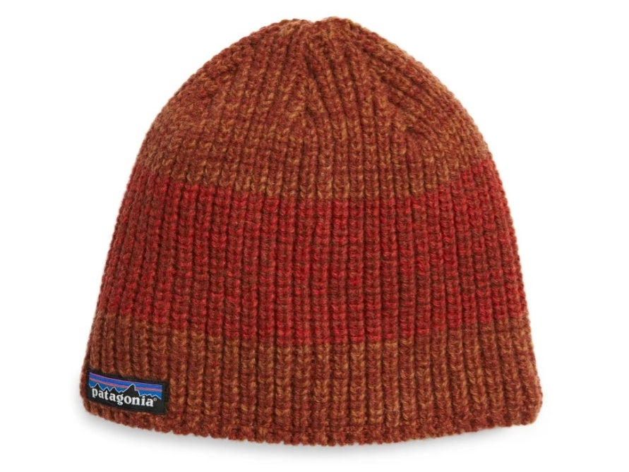The Patagonia beanie in barn red/ hot ember