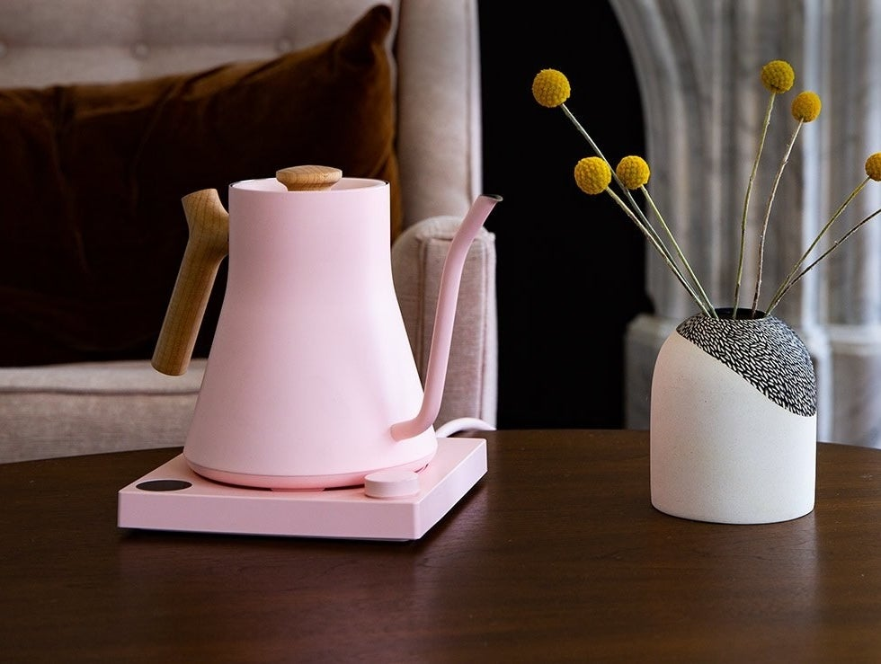 The kettle in pink and maple