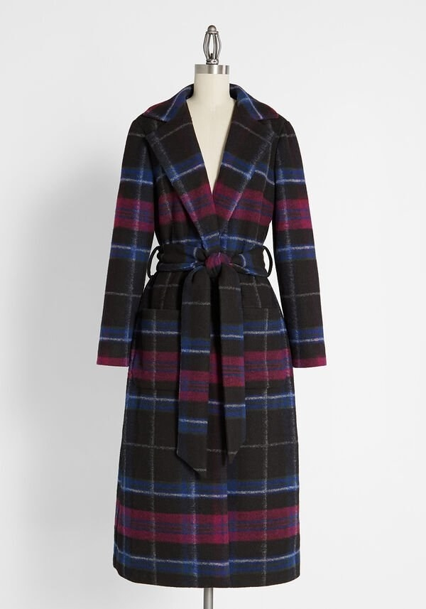 the long coat with a belt around the waist on a manikin