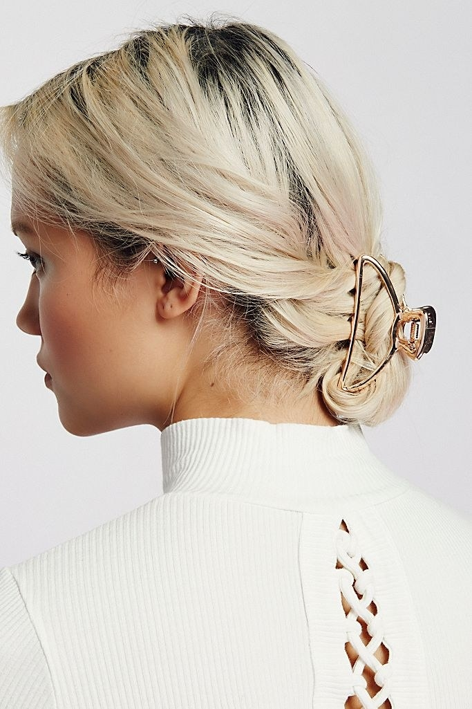 Model with rose gold claw in their hair