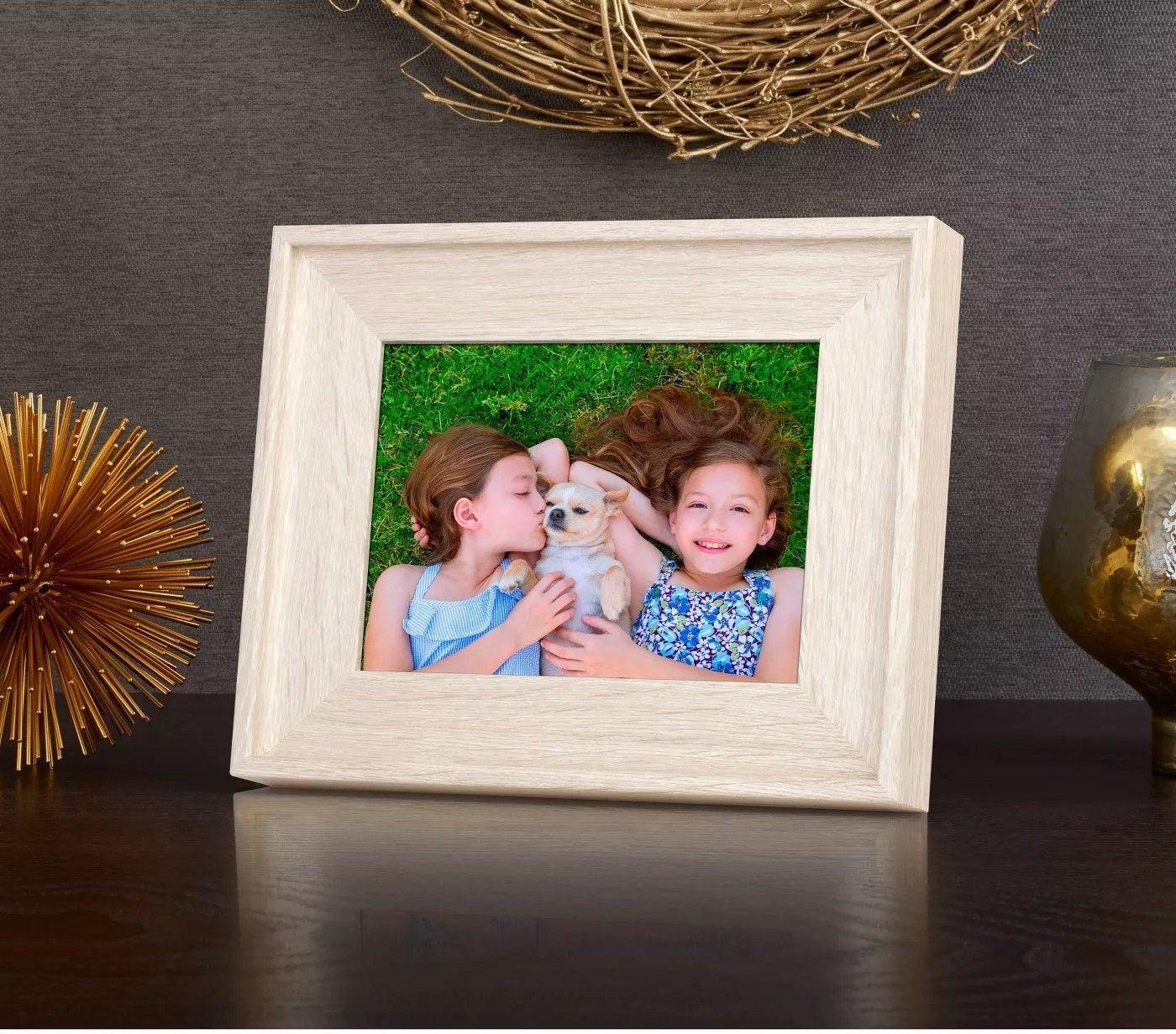 Light wood digital picture frame