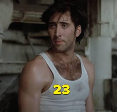 """Nic Cage memamerkan bulu dadanya saat mengenakan kemeja putih ketat di """"Moonstruck"""""""