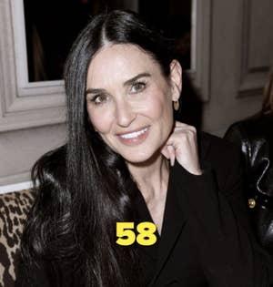 Demi Moore mengenakan pakaian serba hitam di sebuah acara pada tahun 2020