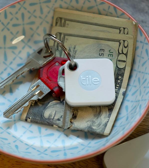 Trinket dish with Tile hooked on set of keys