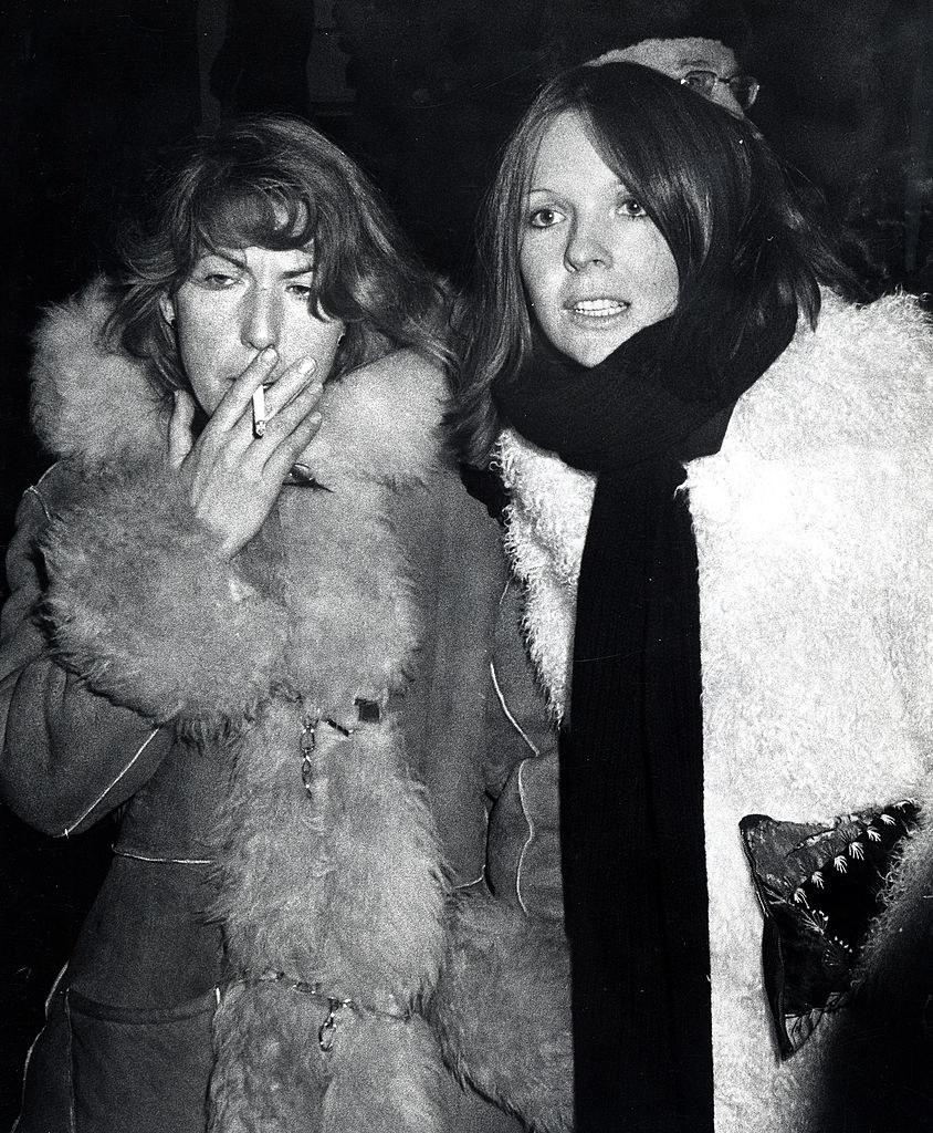 Diane and a friend smoking a cig
