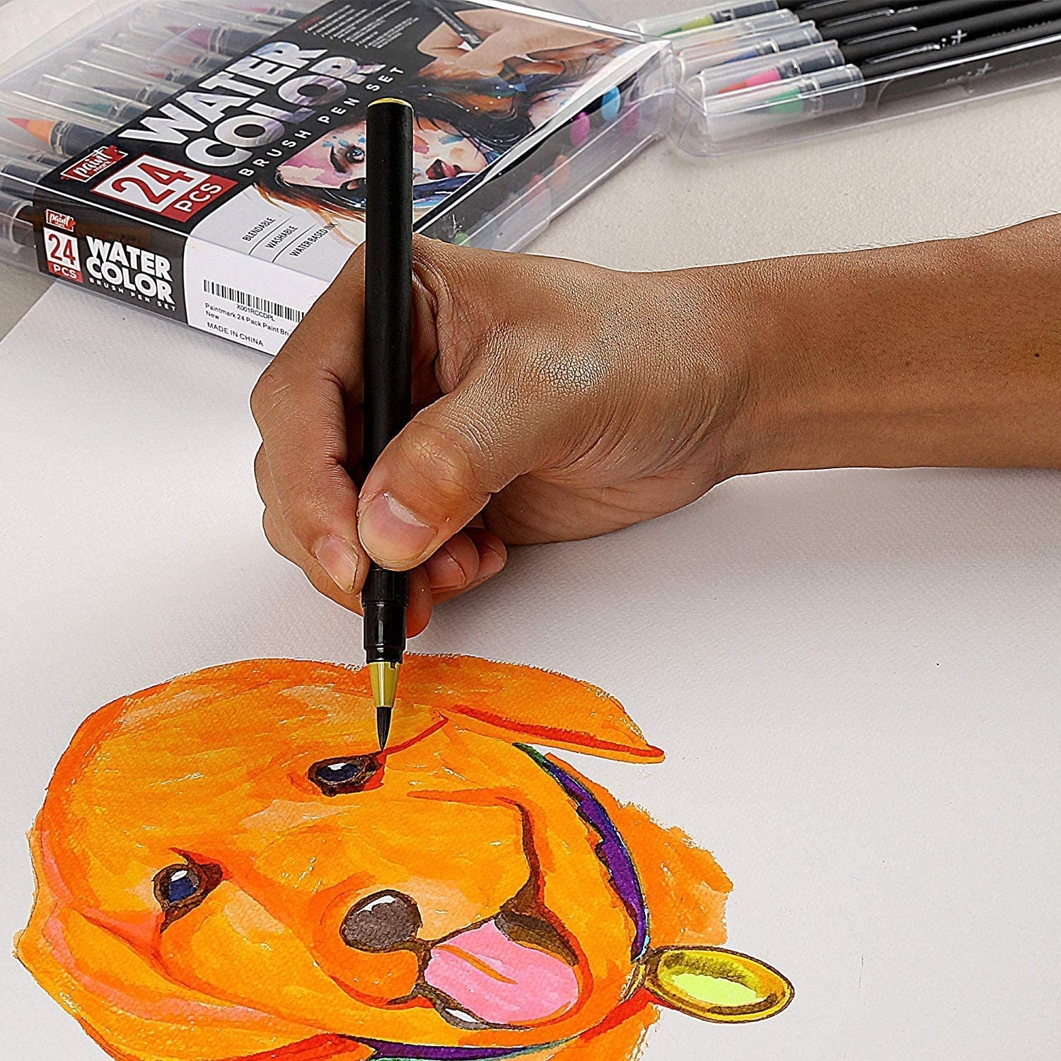 person drawing a dog with the watercolour pens