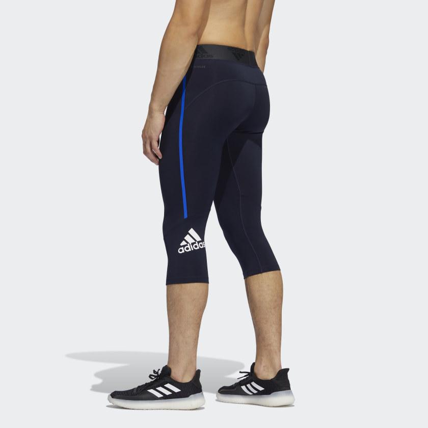 model wearing the navy blue leggings