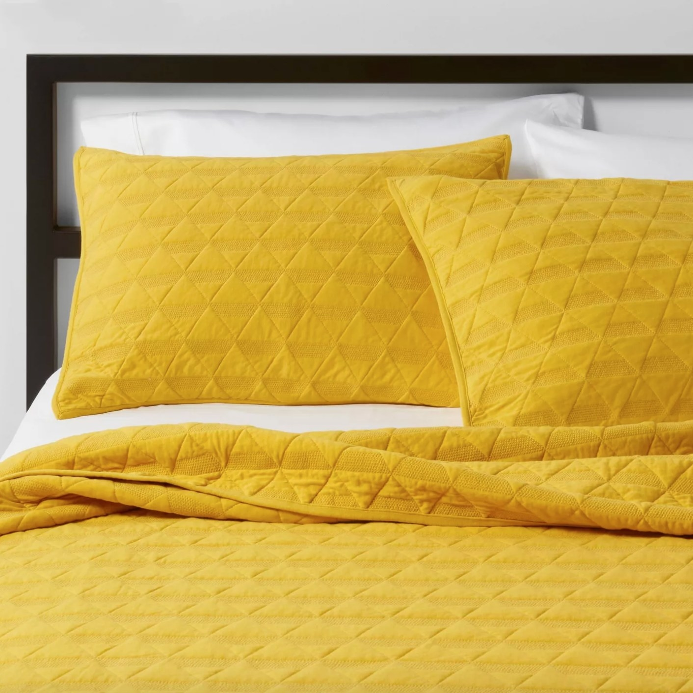 The triangle stitched jersey pillow in citron