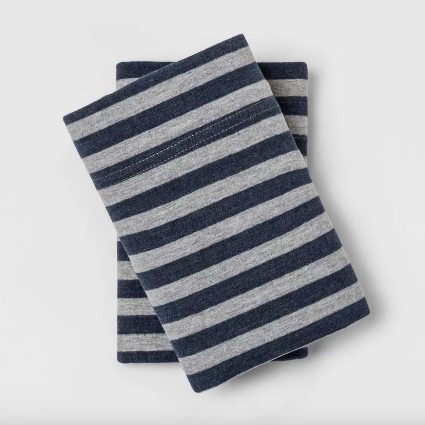 The striped pillowcase set in navy/gray