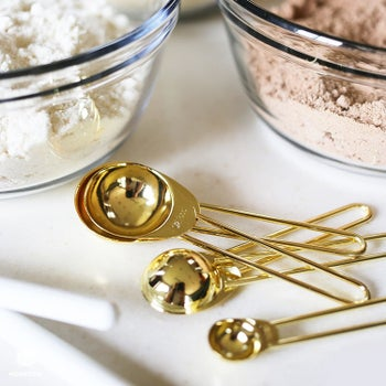 The stainless steel measuring spoons in gold