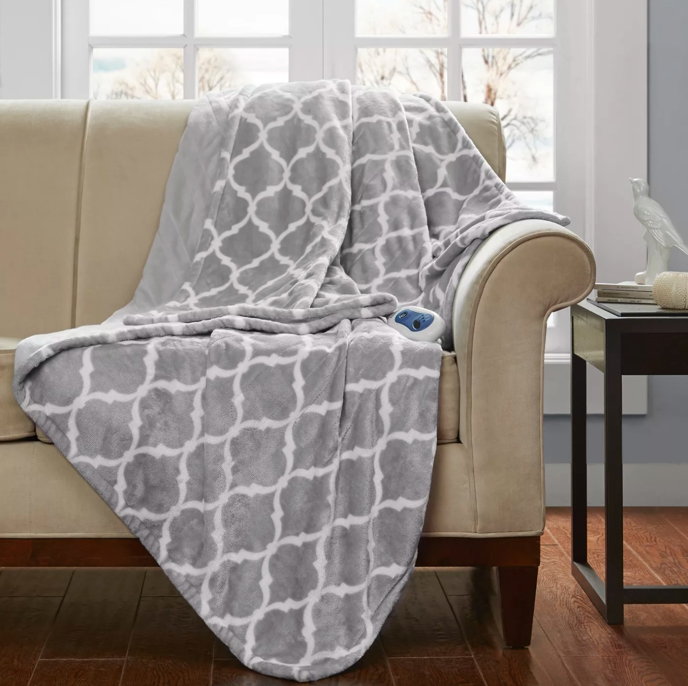 The electric heated oversized throw in gray